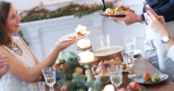 christmas-dinner-with-family_1200X628